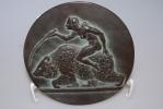 Bronzereliefplatte Mädchen auf Bären reitend
